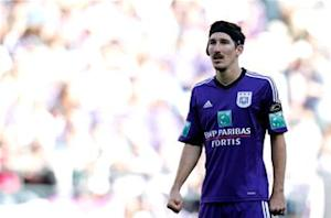 Kljestan scores for Anderlecht in Champions League loss