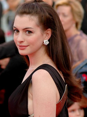 (Anne Hathaway)