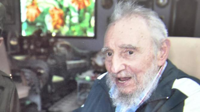 Fidel Castro opens the doors of his house to an 8-year-old fan