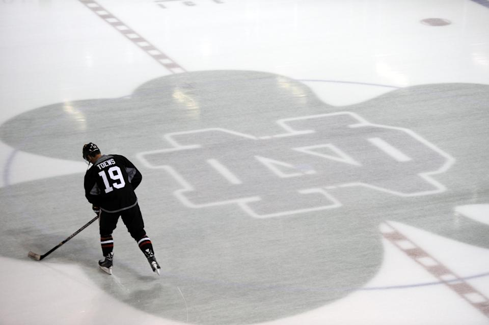 Blackhawks take to the ice to begin 2013-14 season