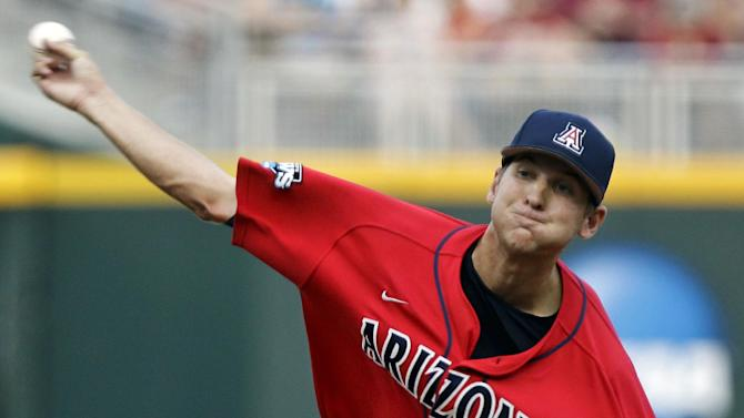 Arizona starting pitcher Konner Wade works against South Carolina in the first inning of Game 1 of the NCAA College World Series baseball finals in Omaha, Neb., Sunday, June 24, 2012. (AP Photo/Nati Harnik)