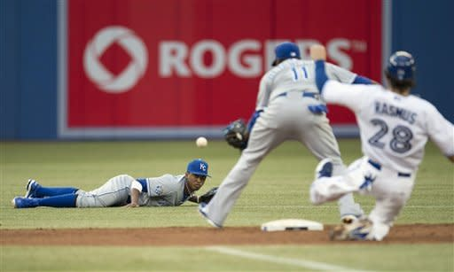Royals get season-high 16 hits, beat Blue Jays 9-6