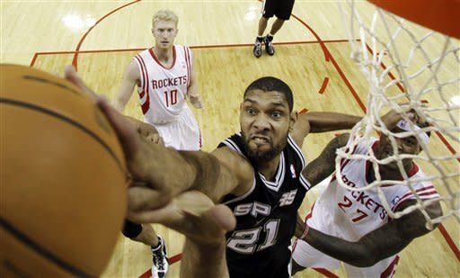 Martin, Lowry lead Rockets over Spurs 105-85
