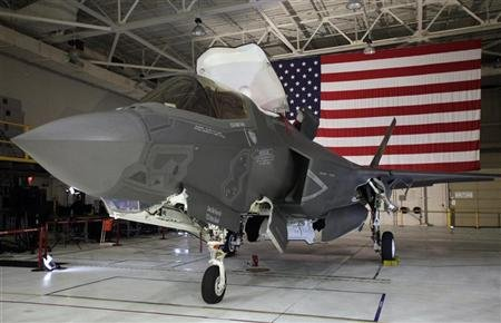 A F-35 Lightning II Joint Strike Fighter is seen at the Naval Air Station (NAS) Patuxent River, Maryland January 20, 2012. REUTERS/Yuri Gripas