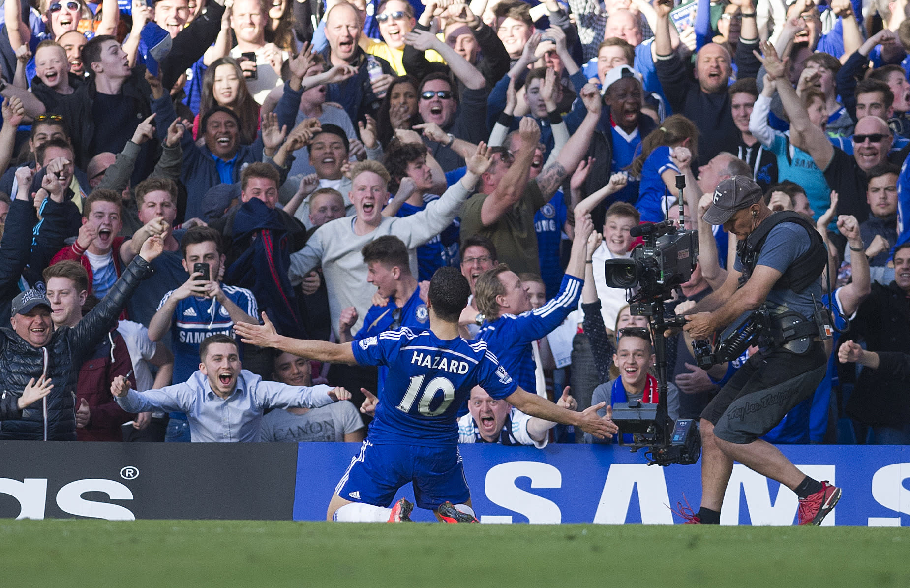 Chelsea easing to EPL title; Arsenal back in FA Cup final