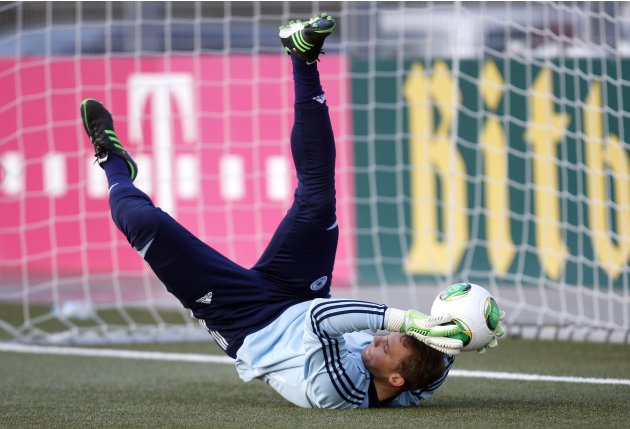 Germany's Neuer attends a training session ahead of their 2014 World Cup qualifying soccer match against Kazakhstan in Frankfurt