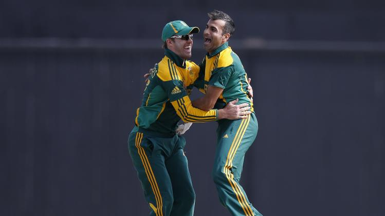 South Africa's captain de Villiers and Tahir celebrate the dismissal of Sri Lanka's Jayawardene during their final One Day International cricket match in Hambantota