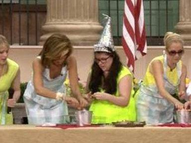 Kathie Lee, Hoda Show Off Their Shrimp-peeling Skills