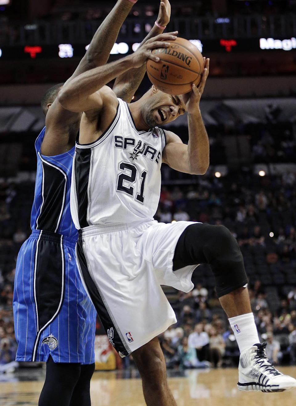 Spurs beat Magic in preseason