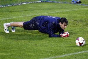 France's soccer team goalkeeper Hugo Lloris attends a training session at Clairefontaine