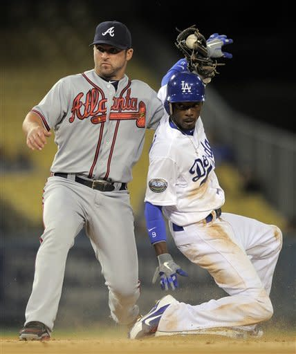 Jones' RBI single in 9th helps Braves beat Dodgers