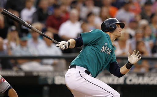 Saunders hits pair of 2-run HRs as M's top Indians
