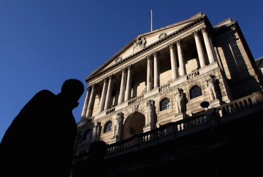 <p>File picture shows a city worker walking past the Bank of England in central London. The Bank of England decided on Thursday against pumping the British economy up with more new cash and voted to hold its key interest rate at a record-low level of 0.50 percent after the country emerged from recession.</p>