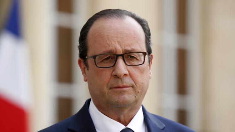 French President Francois Hollande delivers a speech following a meeting with government members at the Elysee Palace in Paris