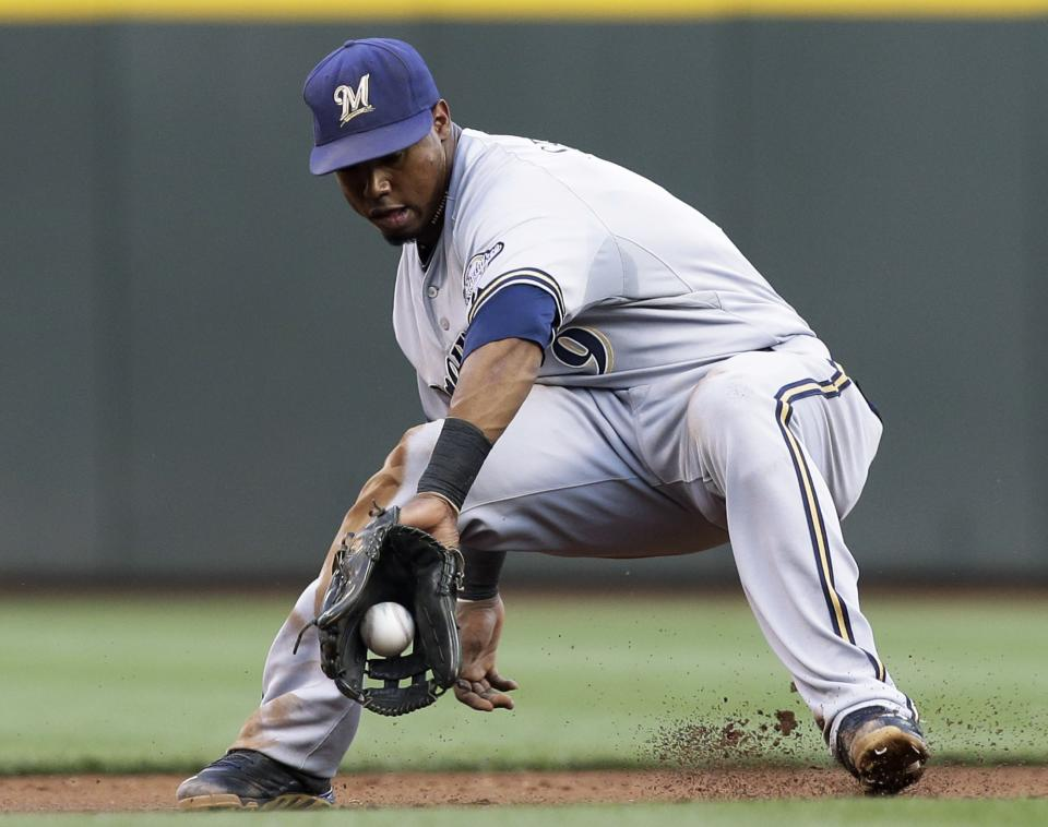 Davis' 2 HRs send Brewers over Reds 6-4
