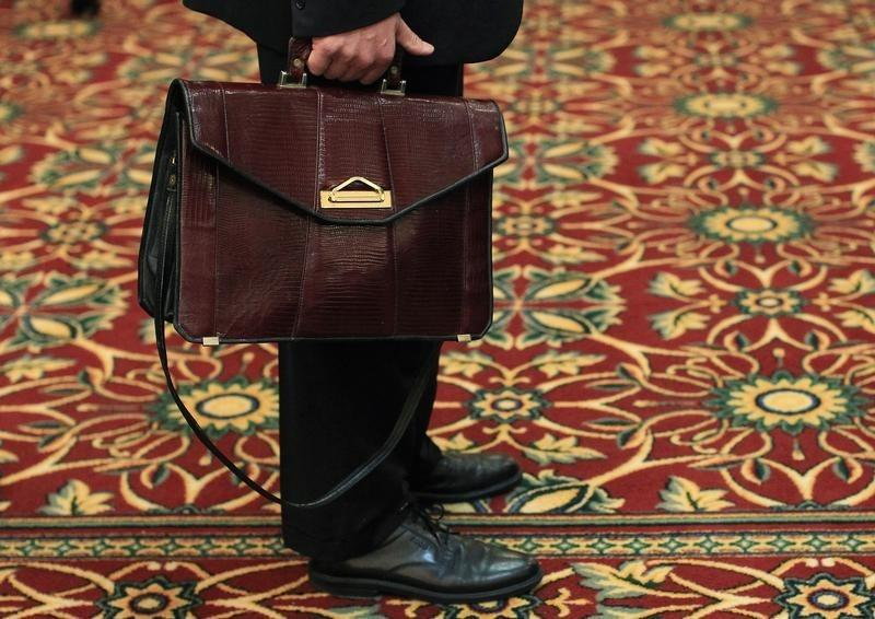 U.S. jobless claims signal firmer labour market; other data mixed