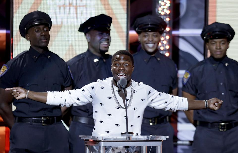 "Comedian Kevin Hart presents the ""Perfect Combo Award"" during the BET Hip Hop Awards, Saturday, Sept. 28, 2013, in Atlanta. (AP Photo/David Goldman)"