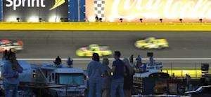 Caraviello: In the infield, they're not fans -- they're family