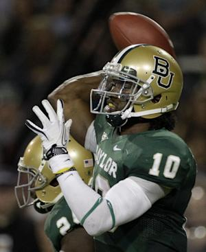 Baylor quarterback Robert Griffin III (10) passes against Oklahoma in the first half of an NCAA college football game on Saturday, Nov. 19, 2011, in Waco, Texas. (AP Photo/Tony Gutierrez)