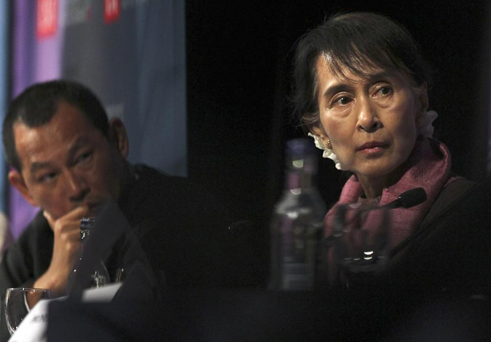 Myanmar political leader Aung San Suu Kyi, right, takes part in a round table at The London School of Economics and Political Science during the first public event of her UK visit in London, Tuesday June, 19, 2012. (AP Photo/Elizabeth Dalziel)