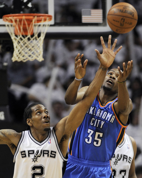 San Antonio Spurs small forward Kawhi Leonard (2) and Oklahoma City Thunder small forward Kevin Durant (35) go after a loose ball during the second half of Game 5 in the NBA basketball Western Confere