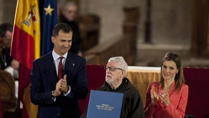 Historian Capuchino,Tarsicio de Azcona, center, receives the Prince's Viana Award, from Spain's Prince Felipe at the Monastery of Leyre, 60 kilometers (40 miles) from Pamplona, northern Spain, Wednesday, June 4, 2014. King Juan Carlos, who led Spain's transition from dictatorship to democracy but faced damaging scandals amid the nation's financial meltdown, announced Monday he will abdicate in favor of his more popular son, Prince Felipe, so that fresh royal blood can rally the nation. (AP Photo/Alvaro Barrientos)