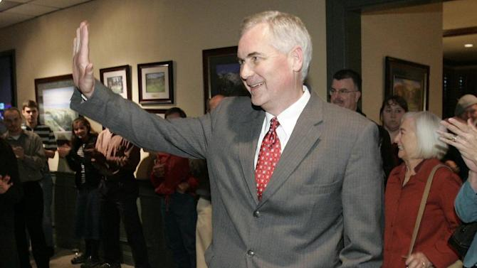 FILE- In a Nov. 4, 2008, file photo show State Sen. Tom McClintock, the Republican candidate for the 4th Congressional District, waves to supporters in Roseville, Calif. California congressmen McClintock and Mike Honda have never apologized for their strong partisan leanings and are not about to start now. Honda, one of Congress' most liberal lawmakers, and McClintock, one of its most conservative, face challengers from within their own party in next Tuesday's midterm elections. (AP Photo/Rich Pedroncelli,File)