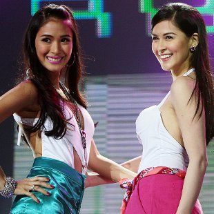 Heart Evangelista and Marian Rivera (Voltaire Domingo, NPPA Images)