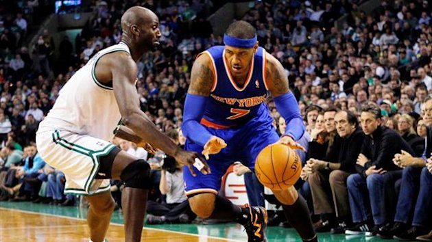 New York Knicks&#39; Carmelo Anthony drives to the basket around Boston Celtics&#39; Kevin Garnett (Reuters)
