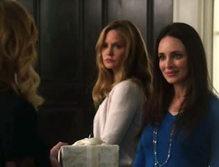 Revenge Videos: Kara Gives Victoria a Small Scare — and Emily the Big Chill