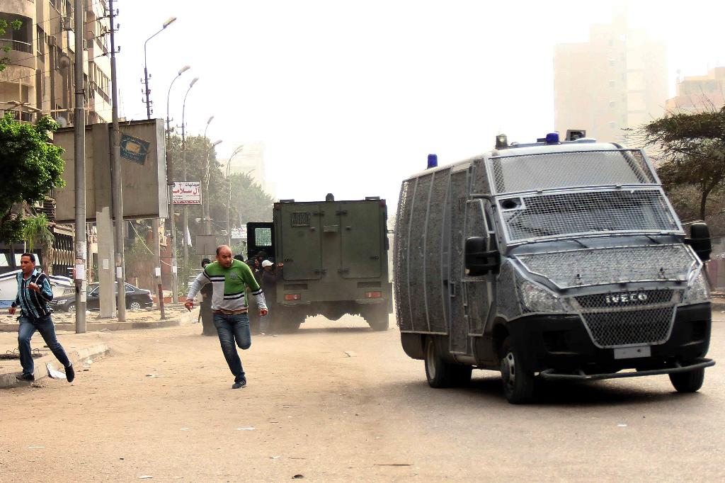 Four Egypt policemen killed in attack claimed by IS