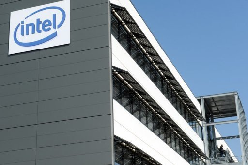 "<p>Intel Corp. unveiled results that were better than expected Tuesday, helped by sales of chips used in smartphones and light ""ultrabook"" computers, but downgraded its outlook for the coming months.</p>"