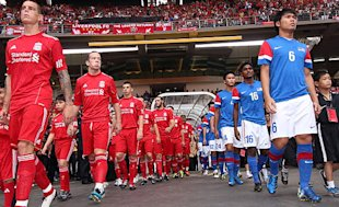 Both teams line up just before the start of the match. (Getty Images)