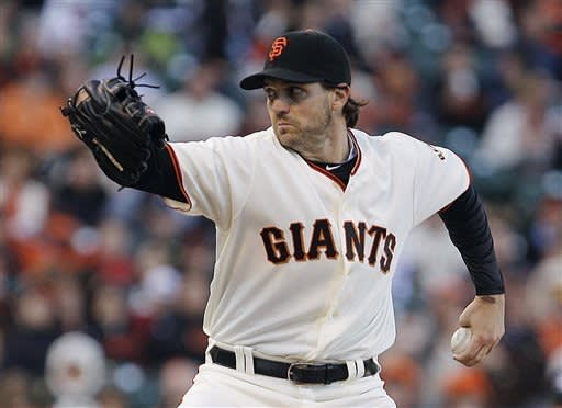 Giants beat Pirates 4-3 on Barmes' error in 9th