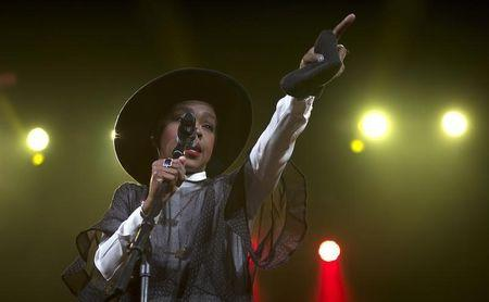 """Singer Lauryn Hill performs during Amnesty International's """"Bringing Human Rights Home"""" concert in the Brooklyn borough of New York"""