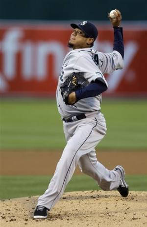 Hernandez delivers win over A's in Mariners opener