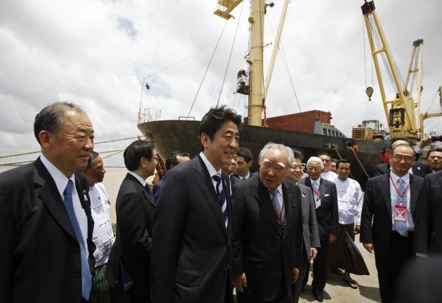 Japan's PM Abe visits MITT port, outside Yangon