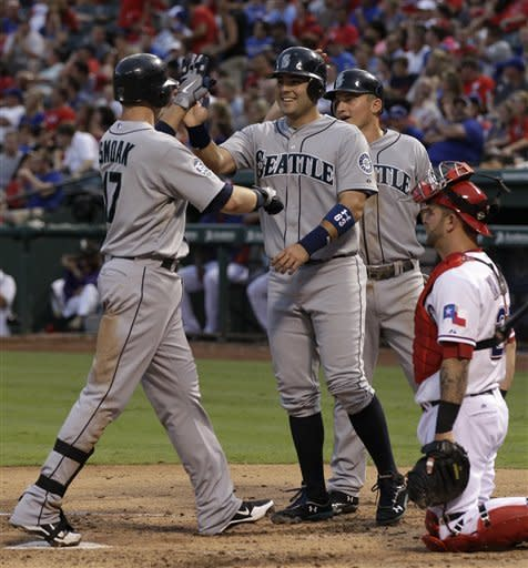 Mariners use 2 8-run innings to rout Rangers 21-8