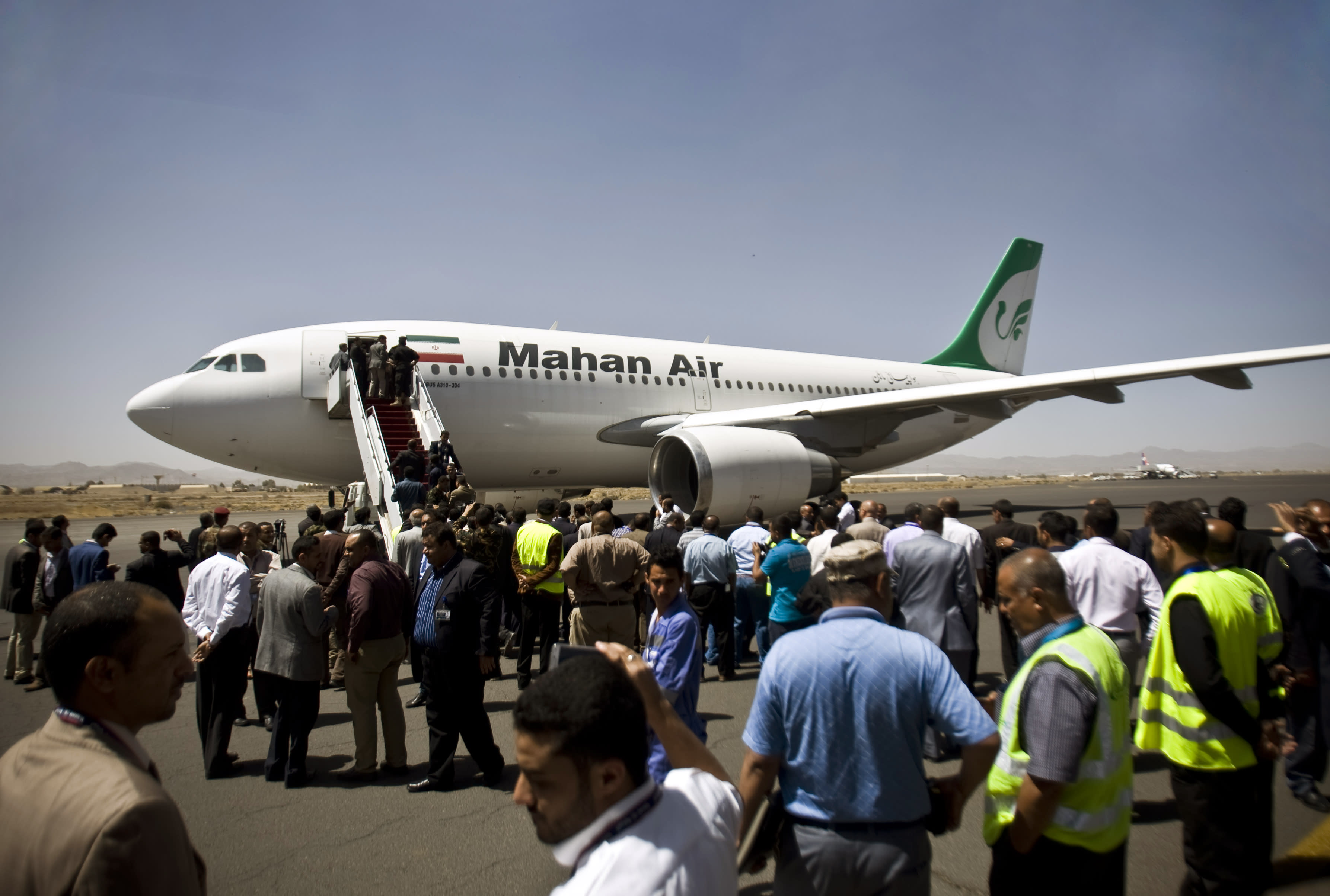 Rival Yemeni camps entrench as Iran flights arrive