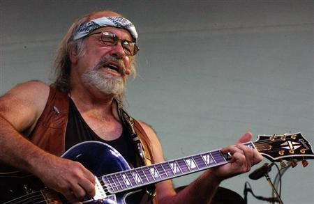 Grateful Dead lyricist Robert Hunter performs at the Alpine Valley Music Center in East Troy, Wiscon..