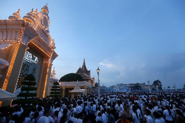 Thousands Gather To Pay Respect To Former King Sihanouk