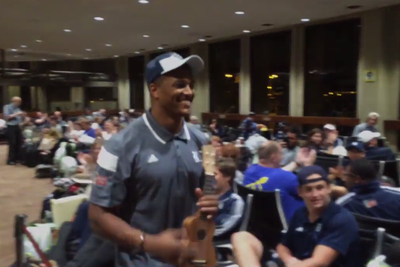 Rice football player serenades airport with ukulele during flight delay