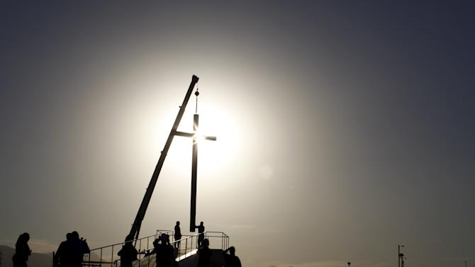 Workers put up a wooden cross at the border between Mexico and the U.S. in Ciudad Juarez