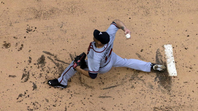 Atlanta Braves starting pitcher Tim Hudson throws during the first inning of a baseball game against the Milwaukee Brewers Saturday, June 22, 2013, in Milwaukee. (AP Photo/Morry Gash)