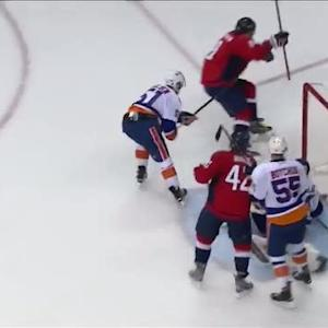 Ovechkin collects huge rebound and beats Halak