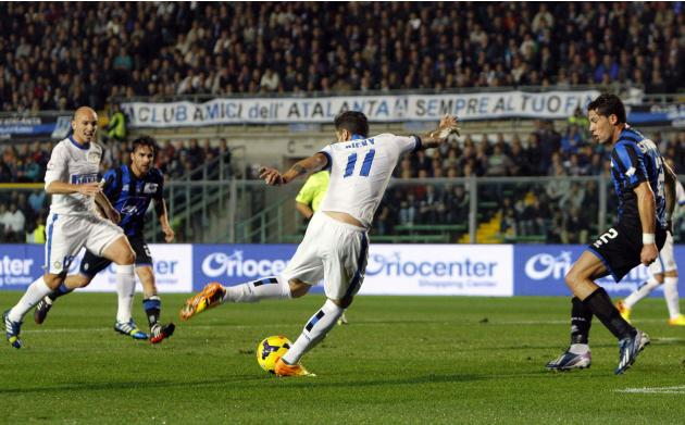 Inter Milan's Ricardo Alvarez shoots to score against Atalanta during their Italian Serie A soccer match at Atleti Azzurri d'Italia stadium in Bergamo