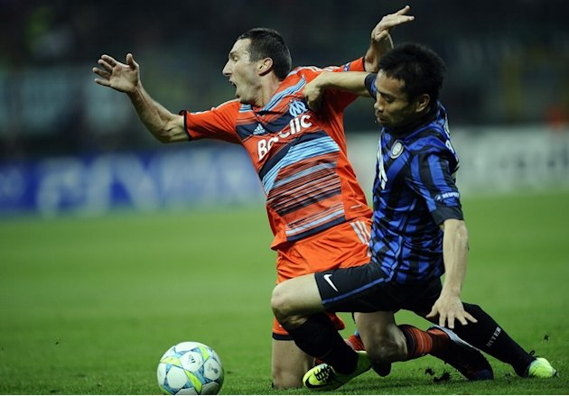 Marseille's  Midfielder Morgan Amalfitano  (L) Vies AFP/Getty Images