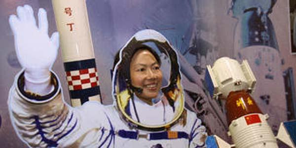 China Kirim Wanita ke Luar Angkasa di 2012