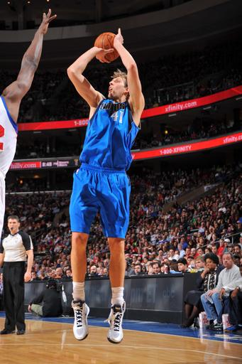Nowitzki rallies Mavericks to 82-75 win over 76ers