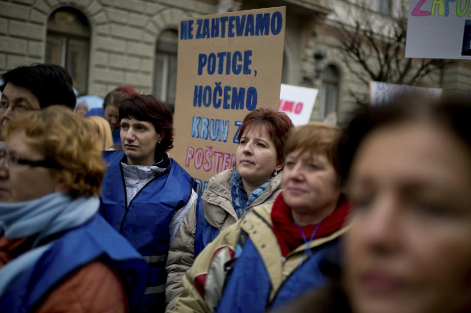 Thousands strike amid gov't crisis in Slovenia